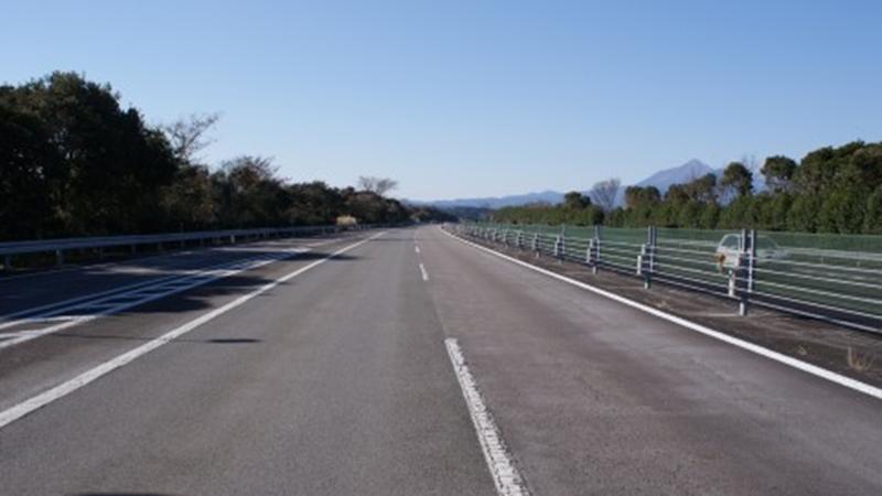 直線の高速道路